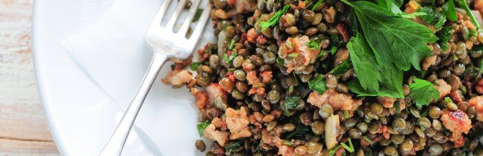 Insalata di lenticchie al limone con salmone
