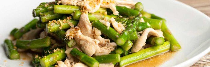 Pollo asparagi e funghi saltati
